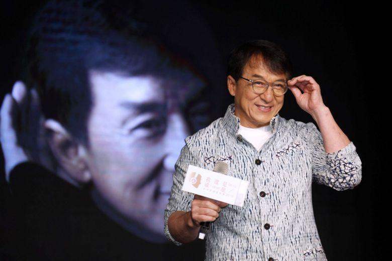 Джеки Чан пообещал 7 тысяч за лекарство от коронавируса