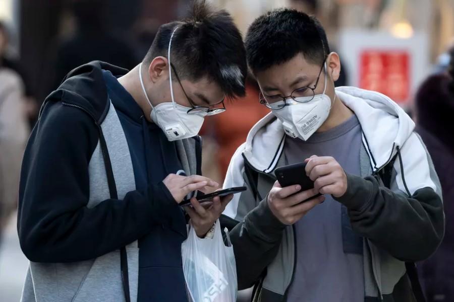 Koronavirus: smartfon ham infeksiya tashuvchisi bo'lishi mumkinmi?