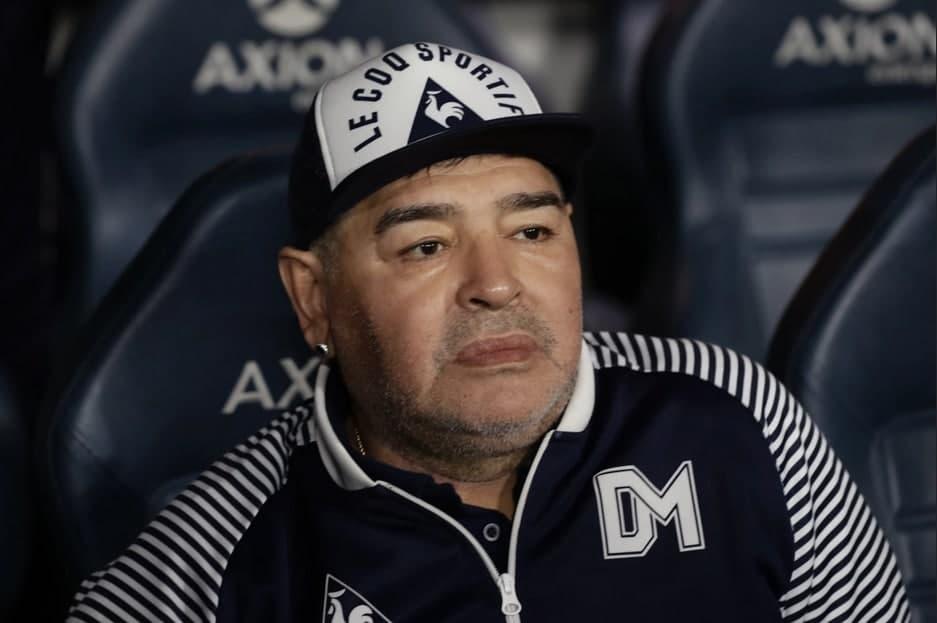 Diyego Maradona vafot etdi