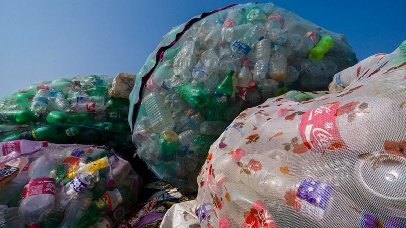 Coca-Cola ilk qog'oz butilkani sinovdan o'tkazyapti. Kompaniya plastikdan voz kecha oladimi?