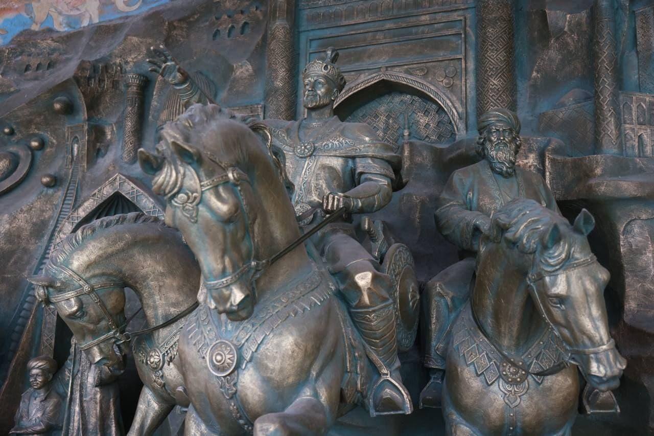 «Yangi O'zbekiston» majmuasi va Mustaqillik monumentining ochilish marosimi bo'lib o'tmoqda