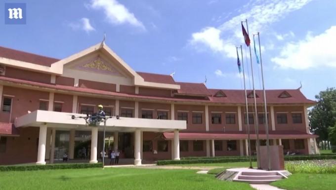Kambodjalik talabalar uchar stul yaratdi. Bu nima uchun kerak?