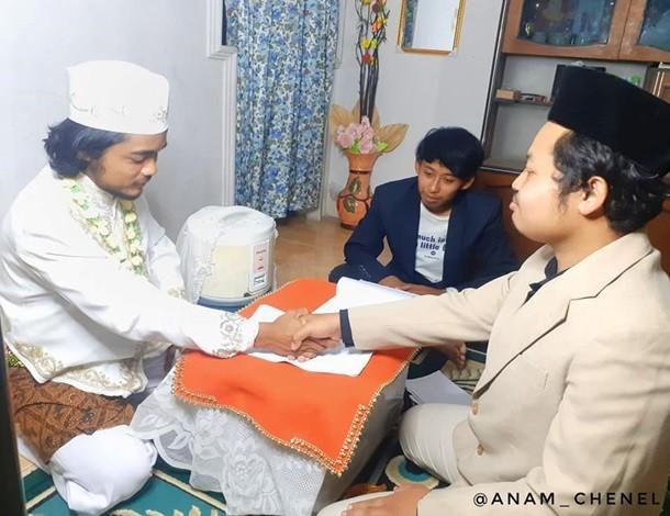 """Indoneziyalik erkak guruch qaynatgichga """"uylandi"""""""